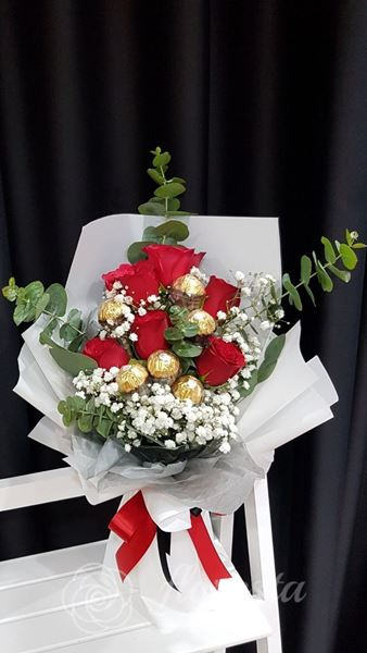 Picture of VD047 - 6 Roses & Choc