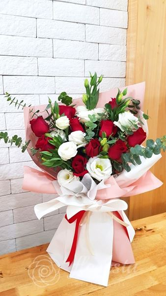 Picture of VD066 - Eustoma & Roses
